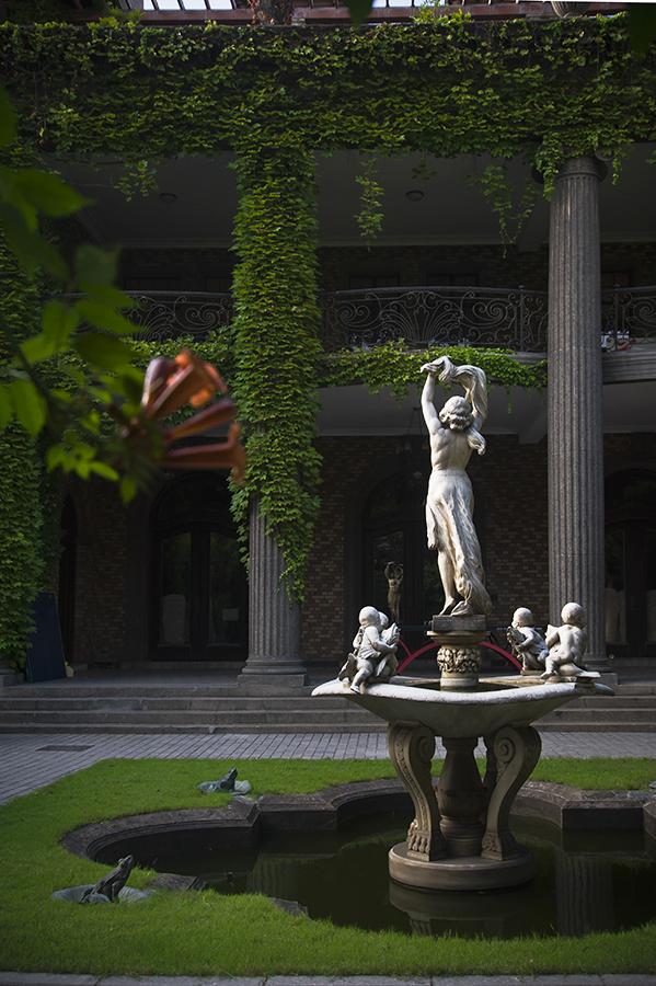 是按照希腊神话中的爱神丘比特和普绪赫的故事而设计的,所以该建筑高清图片